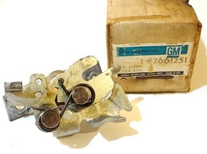 67-68 GM FRONT SEAT BACK LOCK NOS