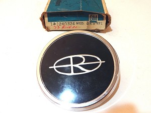 72-73 BUICK RIVIERA WHEEL HUB CAP MEDALLION ORNAMENT NOS