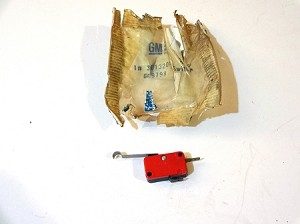 66-67 BUICK A/C MASTER MICRO SWITCH NOS