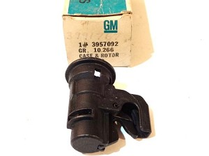 70-73 GM GLOVE BOX LOCK CASE NOS